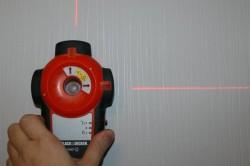 Измерение поверхностей с помощью разерного уровня