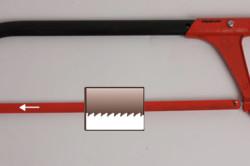 Ножовка по металлу с мелкими зубьями