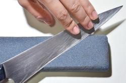 Заточка ножа при помощи бруска