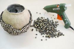 Изготовление вазы при помощи клеевого пистолета
