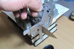 Определение угла заточки ножа при помощи линейки-угольника
